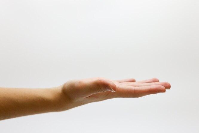 Из-за чего внезапно немеют руки иноги?