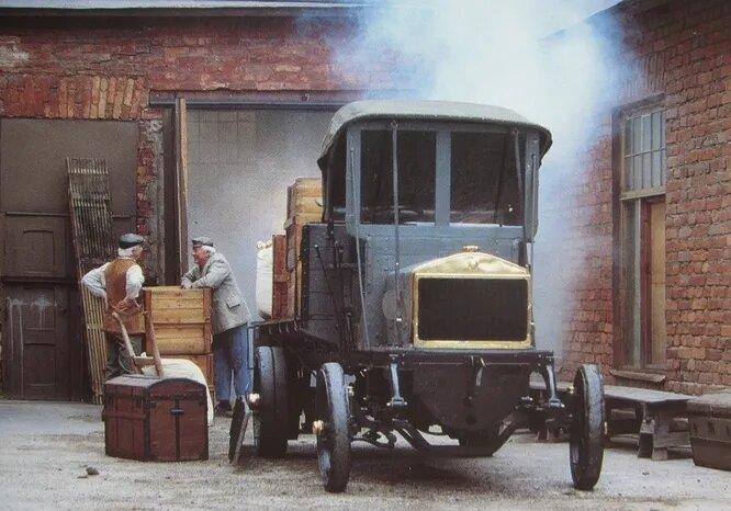 Vabis – крупнейший шведский автопроизводитель начала века. Основан в 1891 году, а в 1911-м «слился» с компанией Scania. В течение многих лет бренд существовал в формате Scania-Vabis, но в 1929-м был окончательно ликвидирован. На снимке – 2-тонный грузовик Vabis 1909 года.