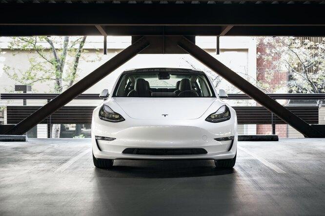 Блогер отремонтировал Tesla вгараже — получилось в23 раза дешевле сервисных услуг