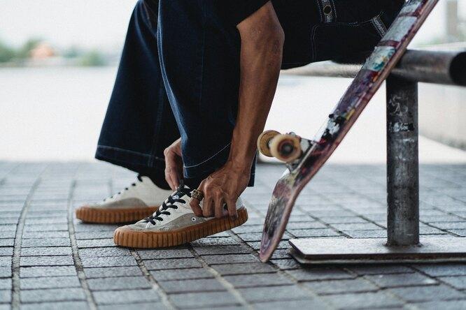 Видео: 73-летний петербуржец прокатился наскейтборде поулицам города