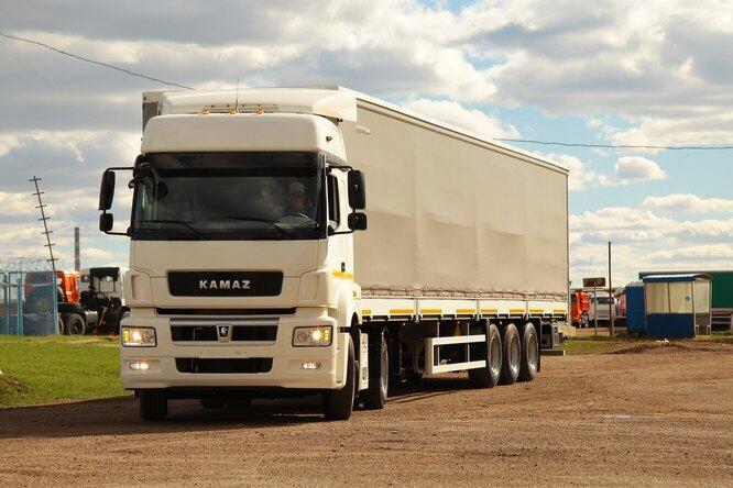 Зачем грузовики моргают «поворотниками» напрямой?