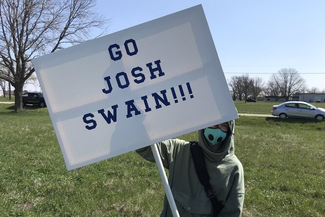 Сотни мужчин поборолись заправо носить имя Джош
