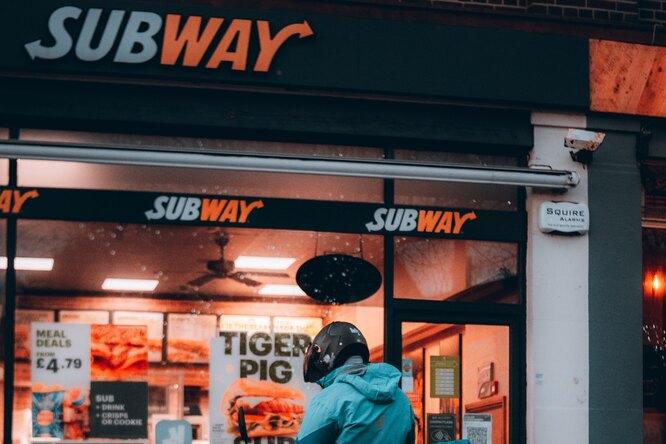 Глава Subway выступил сречью взащиту сэндвича стунцом — ранее экспертиза ненашла там эту рыбу