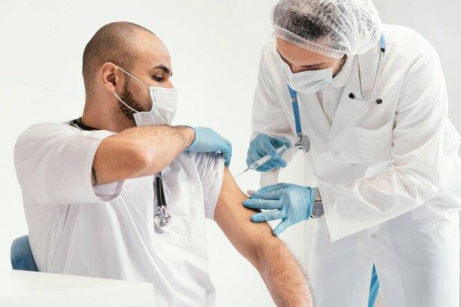 Россиянам назвали уровень антител, прикотором нужно делать вакцинацию