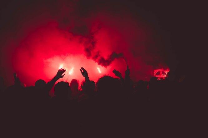 Болельщики «Спартака» устроили акцию вподдержку певицы МакSим