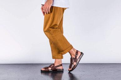 С чем сочетать мужские сандалии длясоздания стильного образа: инструкция топ-стилиста
