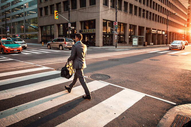 Как пропустить пешехода, чтобы ничего ненарушить?
