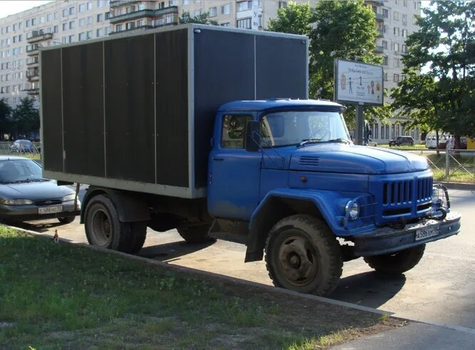 <br />АМУР-531350. Как ни странно, АМУР &ndash; это аббревиатура (&laquo;Автомобили и моторы Урала&raquo;). Это бывший УАМЗ, Уральский автомоторный завод. В 2004-2008 годах он производил грузовики под собственной маркой, используя кабины ЗИЛ. Ныне в состоянии банкротства.<br />&nbsp;