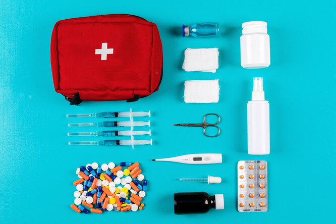 Пластырь, зеленка, бинт идругие средства, которые должны быть вкарманной аптечке