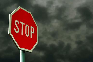 Почему вПариже отсутствуют знаки STOP