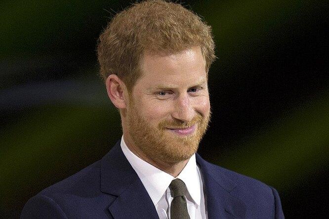Елизавета II собирается подать всуд напринца Гарри