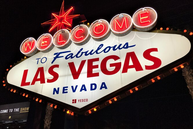 В Лас-Вегасе открыли пункт вакцинации встрип-клубе