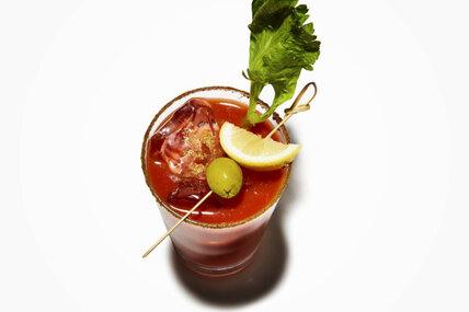 Чем полезен коктейль «Кровавая Мэри»? Короткий ответ