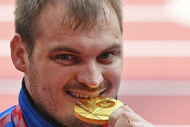 Российский легкоатлет завоевал золотую медаль втолкании ядра наПаралимпийских играх вТокио
