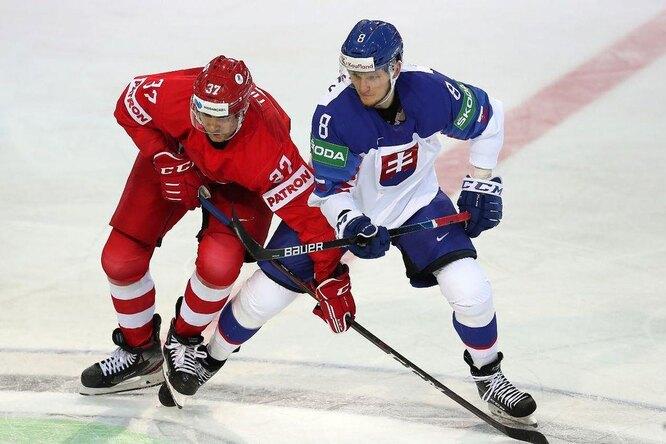 Хоккеист российской сборной отбил шайбу головой во время матча