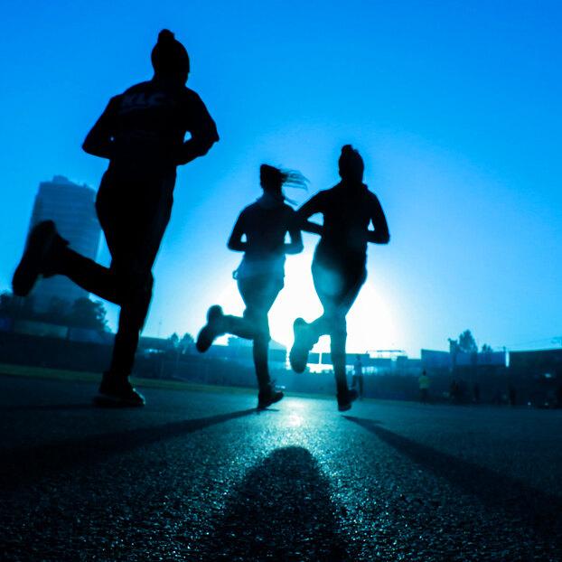 Почему женщинам запрещали бегать?