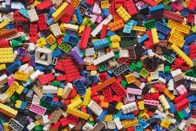 Lego потребовала откомпании изСША прекратить выпуск пистолета встиле их конструктора