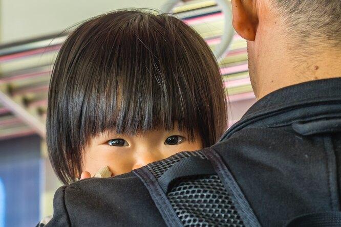Власти Японии решили помочь мужчинам, которые хотят декретный отпуск, но стесняются этого