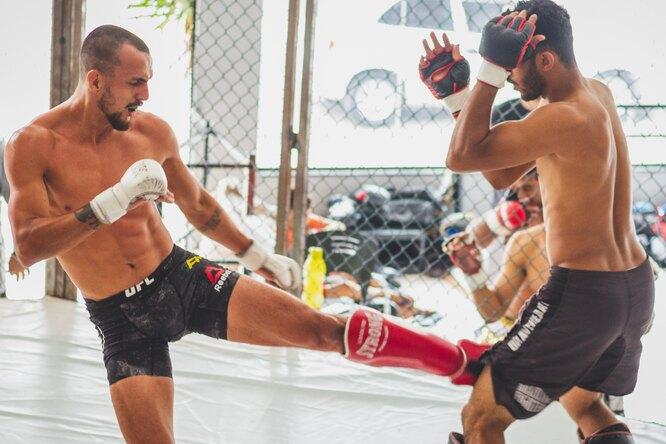 Боец UFC выиграл, ни разу неударив противника, — впервые вистории смешанных единоборств