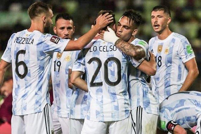 Матч между сборными Аргентины иБразилии прервала полиция, вышедшая наполе заигроками