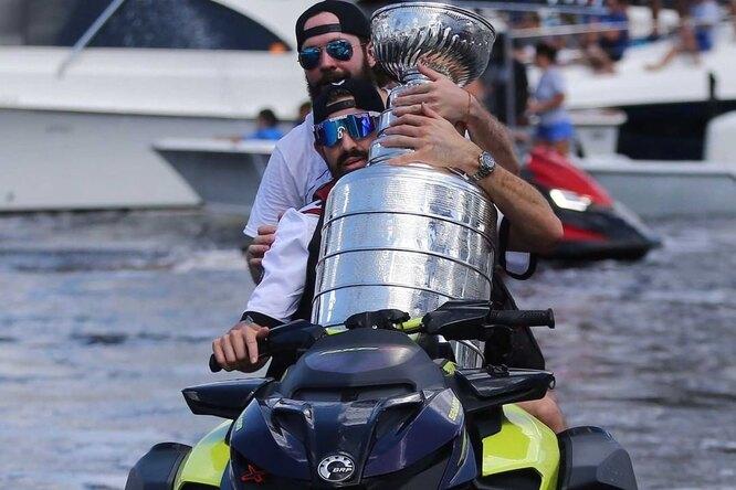 Чемпионы НХЛ повредили Кубок Стэнли