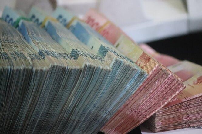 Сколько россиян получают больше миллиона рублей вмесяц?