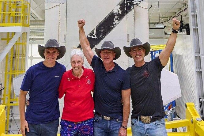Джефф Безос побывал вкосмосе — корабль смиллиардером наборту успешно совершил первый полет