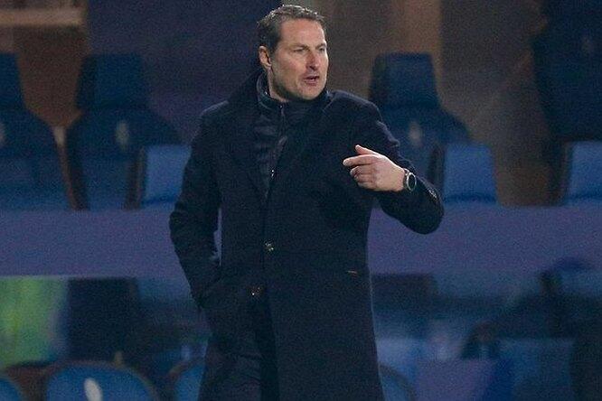 Тренер бельгийской команды пришел напресс-конференцию безодежды
