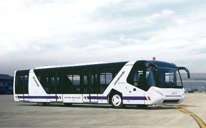 <br />Youngman (Цзиньхуа, Китай). Собственно, это дальнейший путь Neoplan. Сперва бренд выкупила компания Vision, но она была ликвидирована в 2014 году, и все технологии автобусного производства перекупили китайцы из молодой, основанной в 2001 году автомобильной компании Youngman. Таким образом, к легковым и грузовым автомобилям добавился аэропортовый автобус Youngman JNP6140 (на снимке) вместимостью 129 человек.<br />&nbsp;