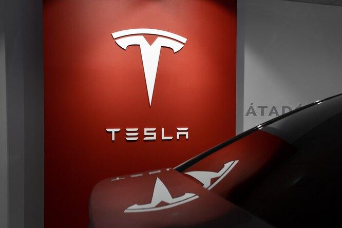 Tesla умеет «ругаться» — среди голосовых команд оказалась неприличная фраза