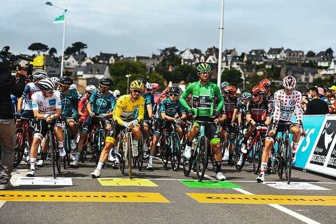 Видео: болельщица «Тур де Франс» устроила массовое столкновение спортсменов