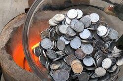 Сколько слитков получится из1000 монет: эксперимент сплавильней