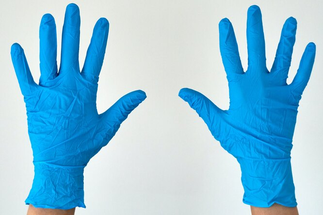 В Москве отменили обязательное использование перчаток вобщественных местах