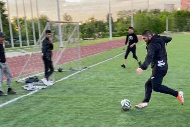 Футбольный клуб пригласил Хабиба Нурмагомедова вкоманду