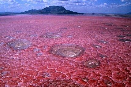 10 самых смертоносных озер вмире, ккоторым лучше даже неприближаться