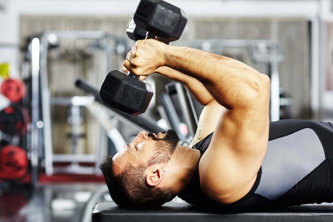 Пуловер сгантелей: как делать это упражнение ив чем его преимущества