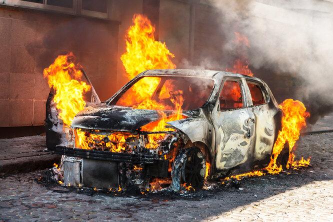 Если ваша машина горит: как действовать безопасно ис умом?