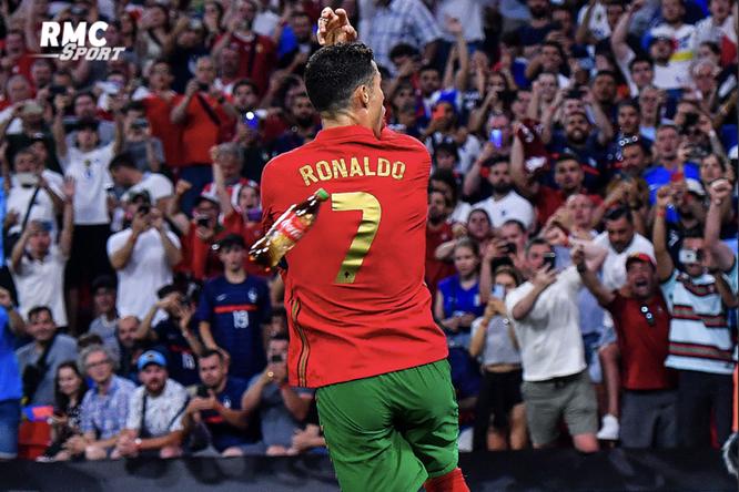 В Криштиану Роналду кинули бутылку колы во время матча Евро