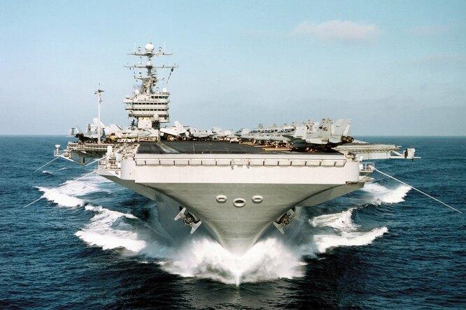 «Дрифт» наавианосце: как 100 000-тонный корабль уходит взанос
