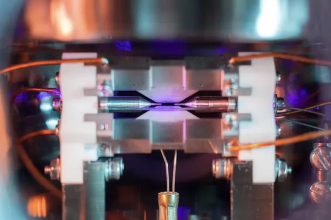 Фотография одиночного атома: посмотрите нанего невооруженным глазом