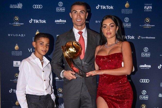 Девушка Роналду заявила, что футболист останется в«Ювентусе»
