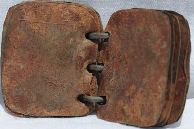 Ученые подтвердили подлинность 2000-летних свинцовых книг оХристе