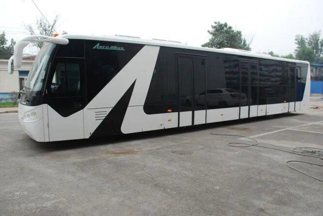 <br />Aero ABus (Пекин, Китай). Этот бренд принадлежит основанной в 1997 году компании Xinfa Airport Equipment Ltd., которая, в свою очередь, является подразделением производителя различного аэропортового оборудования Beijing Bowei Airport Support Ltd. В линейке &ndash; более 100 автобусов, применяющихся в аэропортах для самых разных целей. В том числе 14 классических аэропортовых. Aero ABus делает больше автобусов, чем даже Cobus &ndash; но в основном для китайского рынка. На снимке модель Aero ABus 6300EV на 120 пассажиров.<br />&nbsp;