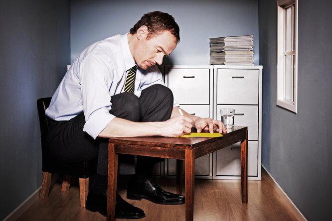 Почему работать стоя нужно неменьше часа вдень: здоровая спина исветлая голова