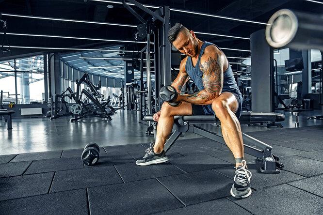 Можно ли тренироваться слёгкими весами: 3 преимущества таких тренировок