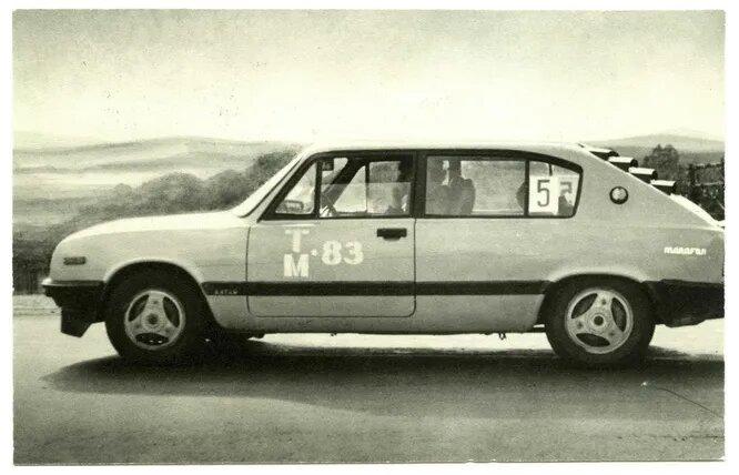 «Алтай» В. Семушкина. 5-местный автомобиль классической компоновки с двигателем от ВАЗ-2101. Слева – одна дверь, справа – две.