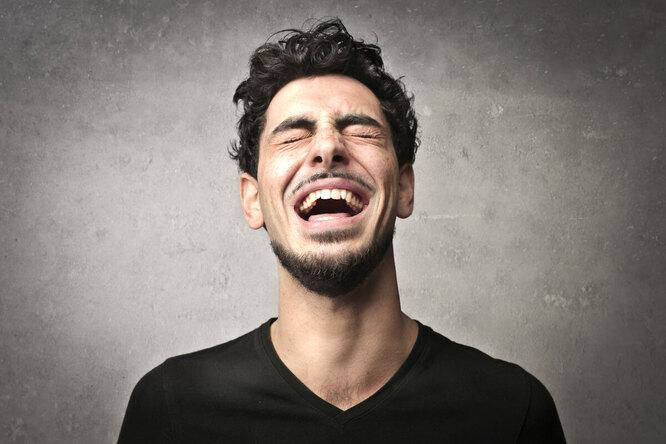 Почему хорошее чувство юмора так сильно нас привлекает?