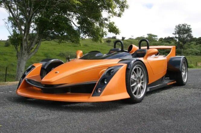 <br />В 2012 году компания Hulme, названная в честь знаменитого новозеландского пилота F1 Дэнни Хьюлма, представила свою первую модель суперкара Hulme F1. Правда, серийное производство так и не началось.<br />&nbsp;