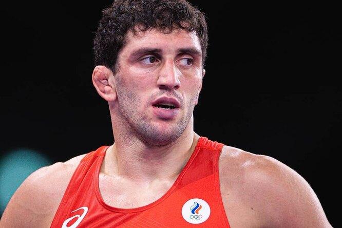 Золото ввольной борьбе: россиянин Сидаков стал олимпийским чемпионом