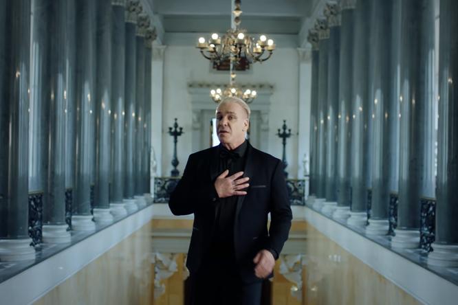 Вышел уже второй клип нарусскоязычную песню висполнении лидера Rammstein
